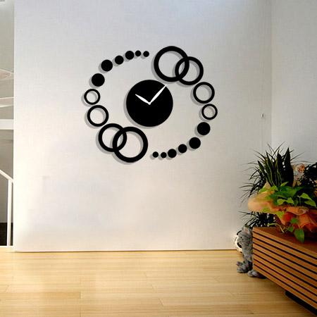 خرید ساعت دیواری گرد طرح مانیا فانتزی