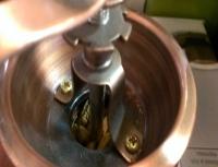 آسیاب قهوه دستی چوبی هاونِ قهوهکوب از یک ظرف مستحکم و یک دسته هاون