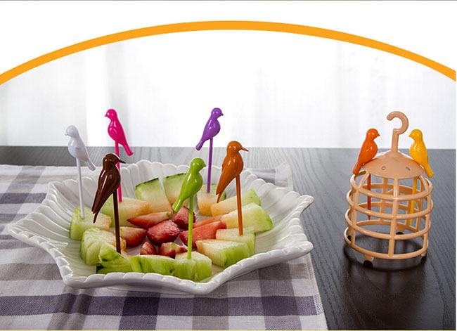 چنگال میوه خوری پرنده های زرین قفسی
