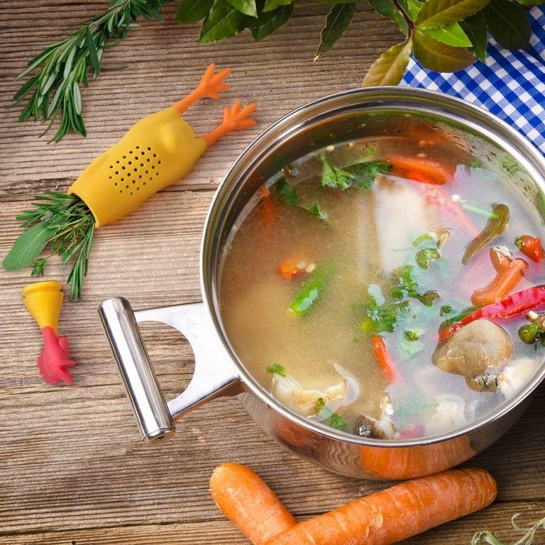 صافی سبزیجات ، ادویه و طعم دهنده ها برای پخت غذا