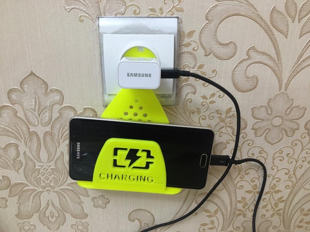 خرید پستی  نگهدارنده موبایل در پریز برق 2عدد