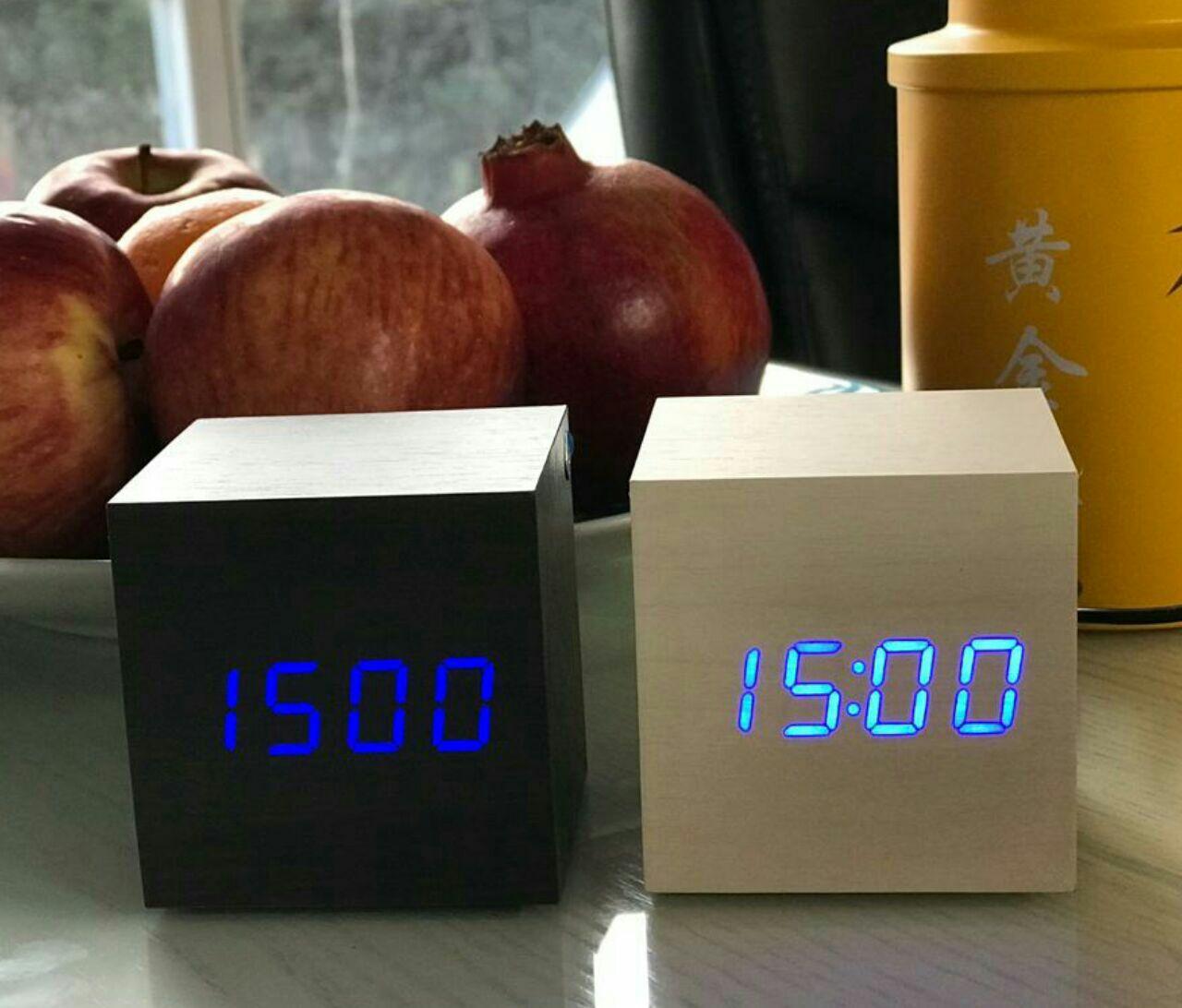 ساعت و دماسنج LED رومیزی مکعب