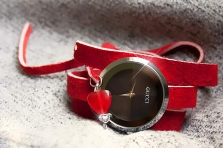 خرید ساعت مچی گوچی طرح لاو